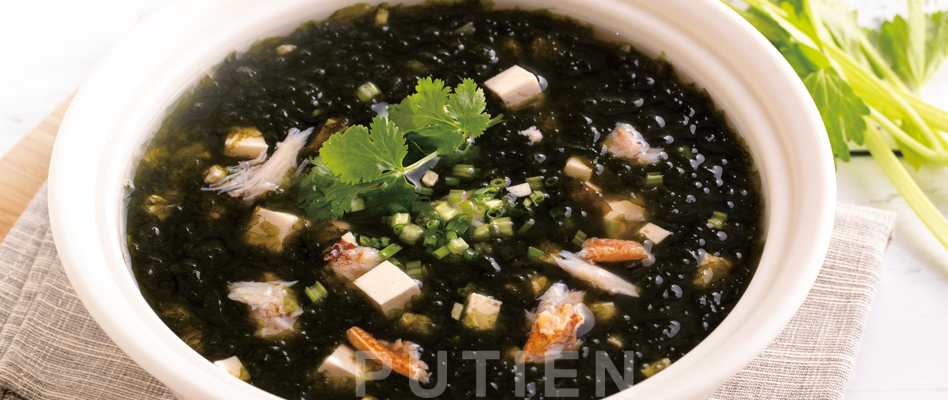Seaweed and Tofu with Crabmeat Soup
