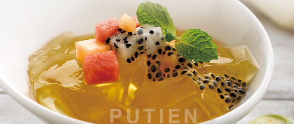 Chilled Lemongrass Jelly with Fruits