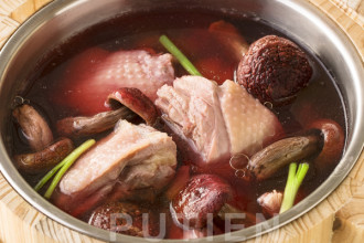 Double-boiled Chicken Soup with Red Mushroom